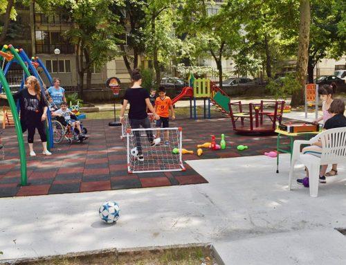 """Каритас Русе откри нова детска площадка за деца със специални нужди в двора на Център """"Милосърдие"""""""
